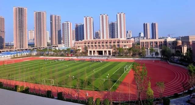 重庆市潼南巴川中学校成立于2014年,是重庆市巴川中学校走出铜梁的第