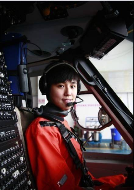 准备试招几名女性救助飞行员 当时正值大四的宋寅刚看完 讲述香港飞行
