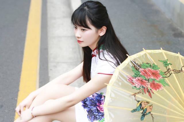 女色丁香_美女摄影:丁香花一样的姑娘
