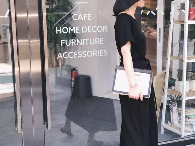 白��m�y�%9ke:f�9f�x�_7.9mini小新 | 艺术系小黑裙,破洞牛仔裤,小西装