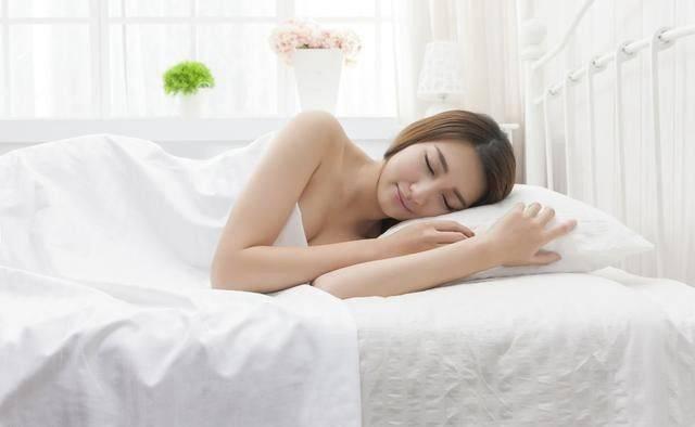 女生正面裸睡照_女人经常\