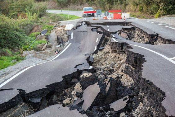 梦见地震逃跑怎么回事