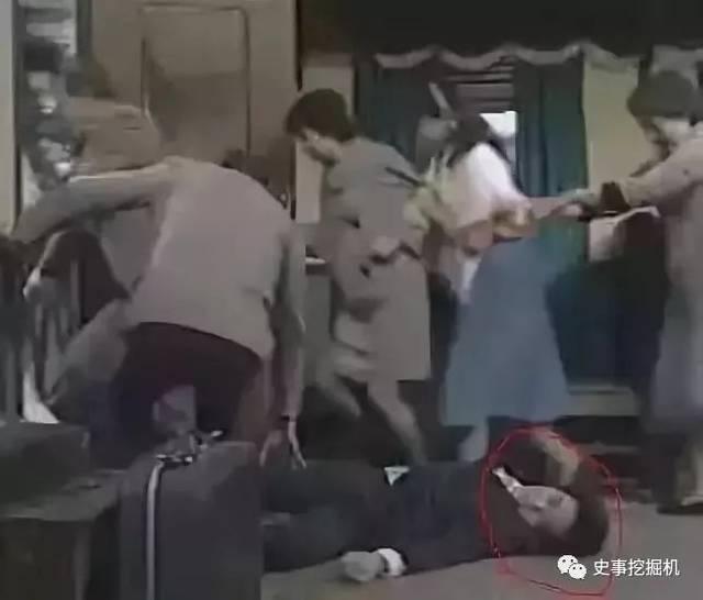 那时梁朝伟已经崭露头角,而周星驰只是在各种电视剧中跑跑龙套.背影电视墙刷什么颜色好图片