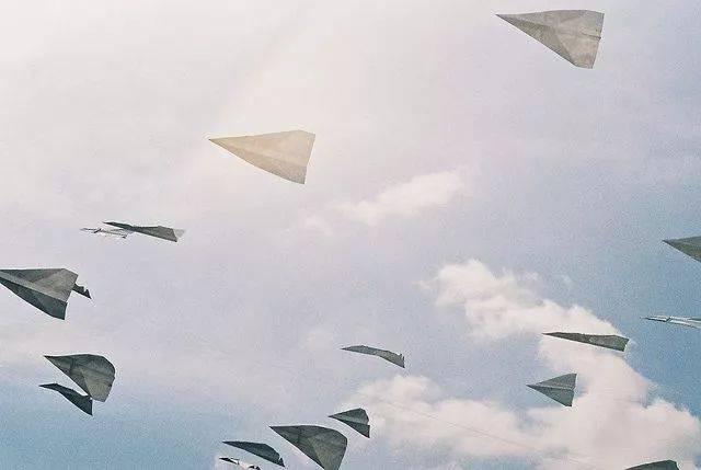 宝宝的第一架纸飞机 由北京航空航天大学出版社主办,字里行间承办的图片