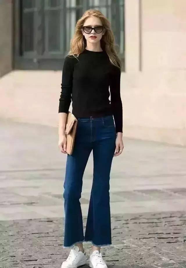 阔腿裤,最吸睛显瘦的搭配,没有之一,黑色紧身针织衫勾勒出好看的胸型