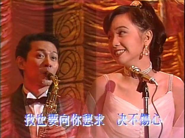 江华24岁入行,拍的第一部电影《但愿人长久》就获得第9届香港电影