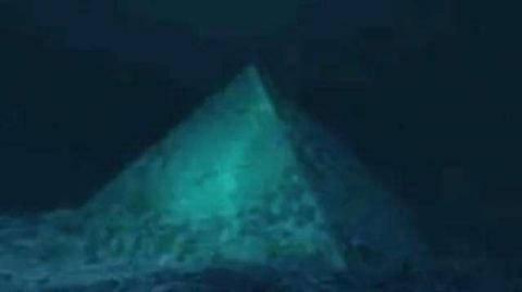隐藏在百慕大三角洲海洋下方的金字塔图片