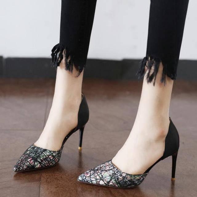 代言性感,优雅细跟高跟鞋实力秀长腿