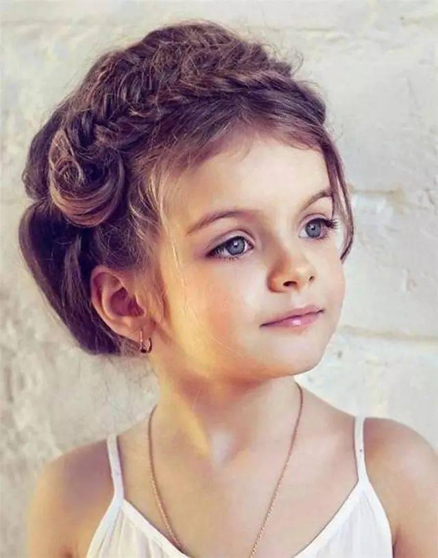 参加婚礼小女孩发型图片 你就是婚礼的可爱精灵图片
