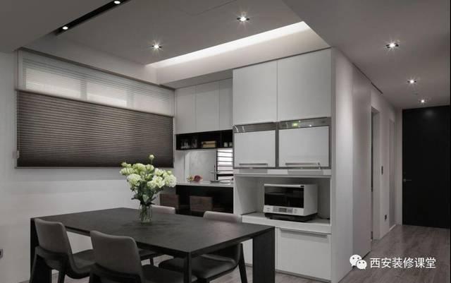 电器收纳�_靠厨房墙体餐边柜设置,收纳电器,同时局部窗户与厨房相通,增加空间