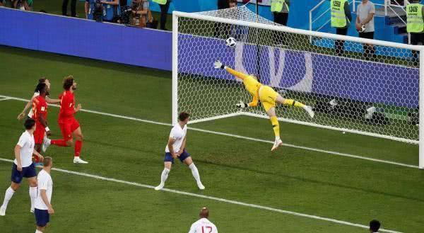 小组赛,凭借贾努扎伊的弧线球,比利时1比0英格兰.