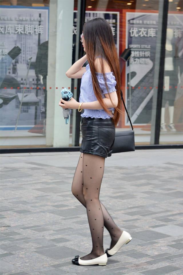 丝袜骚穴小�_街拍联盟:带墨镜的黑丝平底鞋美女,爱心丝袜暴露内心小浪漫