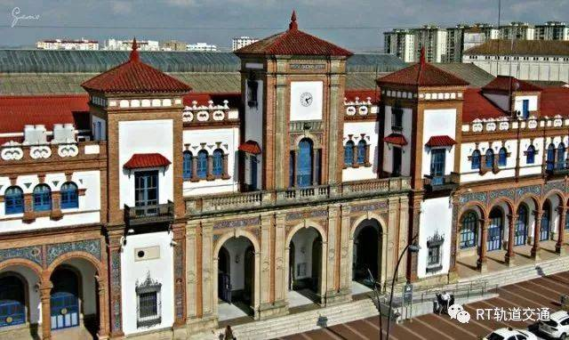 具有极高的建筑价值,被西班牙政府列为国家文化遗产,也成为西班牙最美