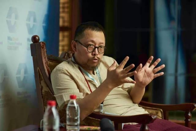 公公和媳妇儿的性爱故事_这位潘公公是 「京城第一影评人」,在片中除了几句没头没脑的台词外