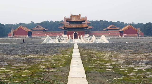 昌陵是唯一与清西陵主神道相接的帝陵.