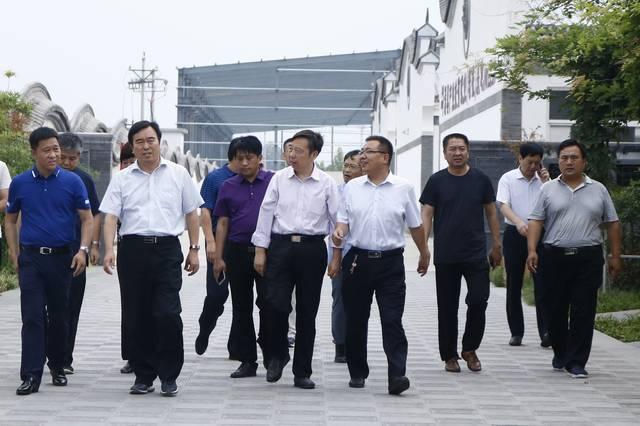 7月12日,省直管办王付林主任一行,在滑县陈忠县长, 赵继芳县长及上官图片
