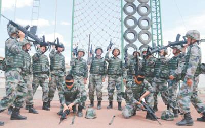武警新训练大纲_雷铁飞摄  近日,解放军和武警各部队依据新军事训练大纲,积极开展
