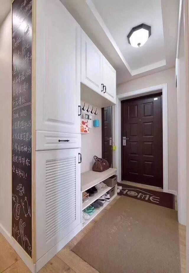 入户玄关如何设计?鞋柜 换鞋凳组合,真叫实用又美观!