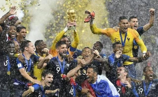 法国三进世界杯决赛后第二次捧起大力神杯
