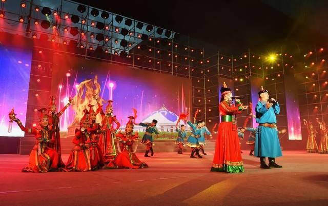 暨全市首届乌兰牧骑艺术节闭幕式颁奖晚会举行图片