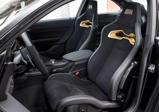 内饰方面,宝马m2m performance概念车使用大量alcantara材料与碳纤维