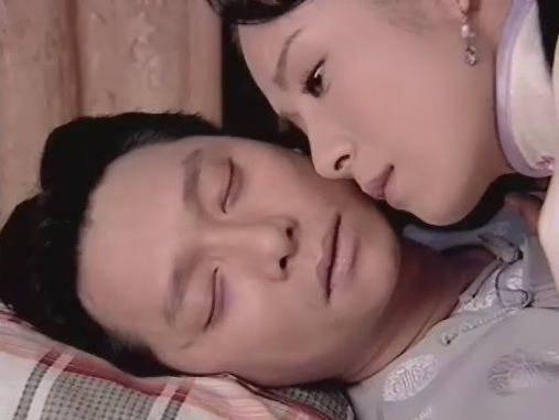 谢祖武为了不让老婆多想,两人拍摄过程都是靠借位完成的,岳翎还曾玩笑