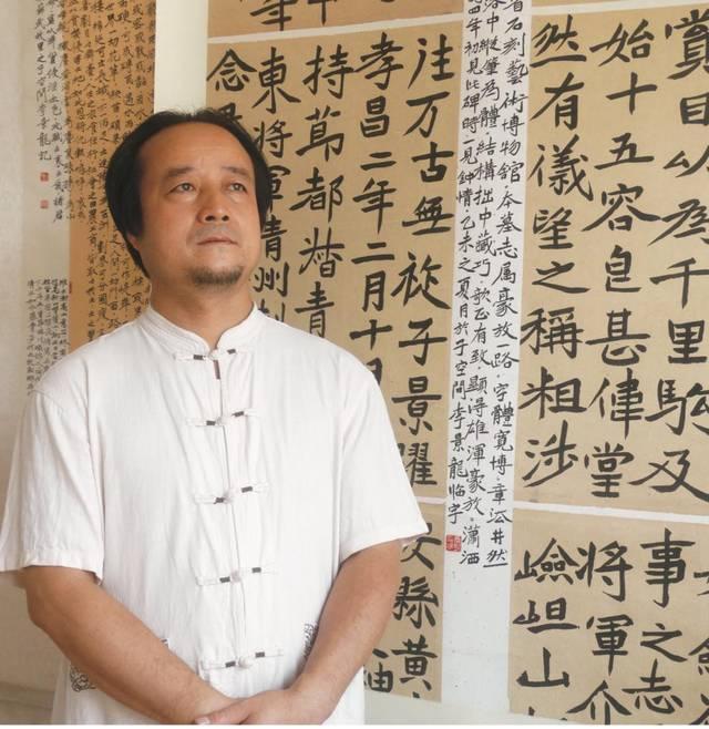 李景龙, 号后稷三郎,陕西武功人,现为中国书画家协会会员,中外书画艺图片