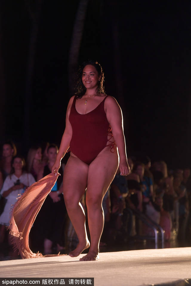 泳装秀场,模特都是肥胖大码超模?