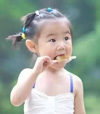 2,这个我见过很多女宝宝扎这种发型,娇俏可人,尤其是夏天,天气热的图片