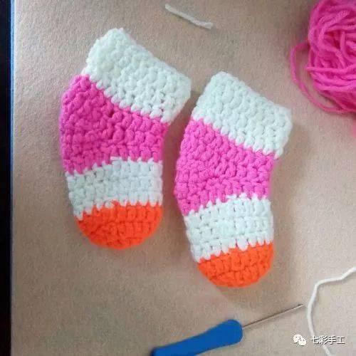 宝宝毛线袜子钩针编织教程,宝宝长得快,自己做的最实用