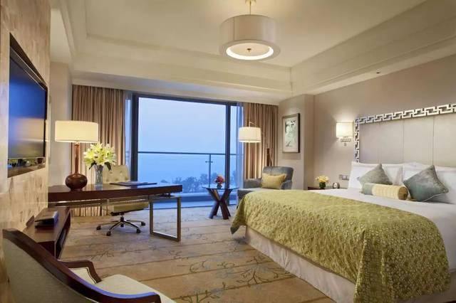 从45平方米的雅致园景房到460平方米的总统套房,都会带给家一般的舒适