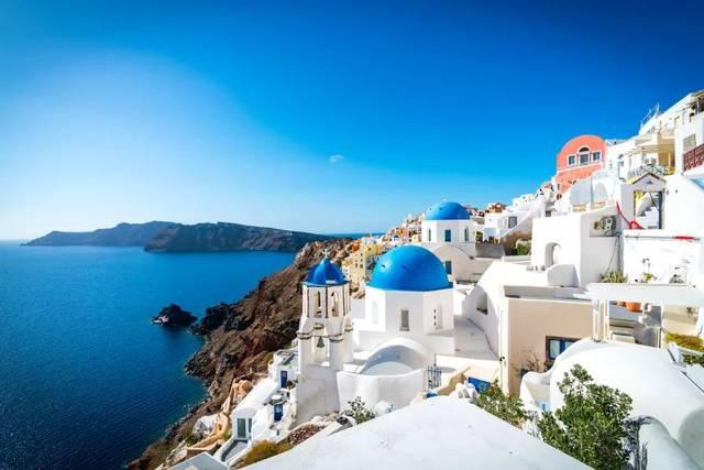 圣托里尼岛,世界上最美丽的地方之一,它是爱琴海中最璀璨的一颗明珠.