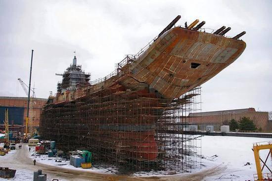 俄罗斯唯一航母大修,船坞太小容不小,专家:干脆买吧!