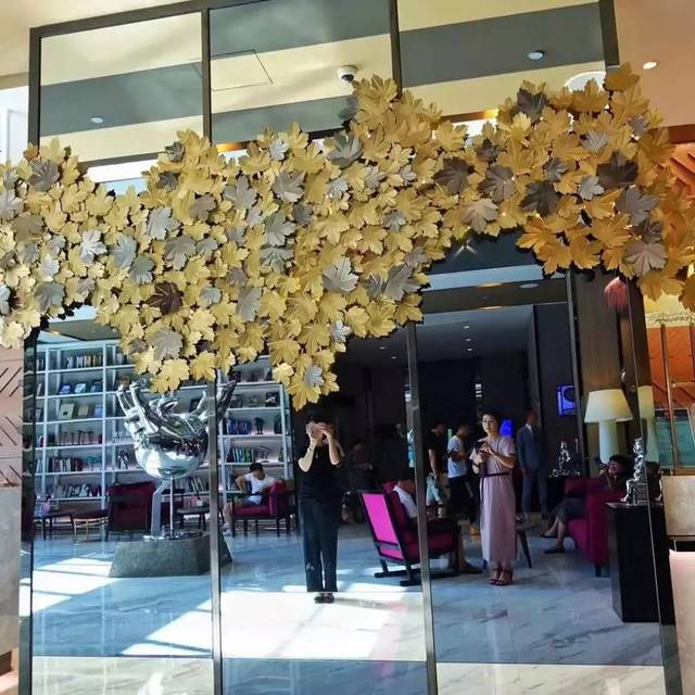 艺术家高孝午作品《再生-鲤鱼》于鹭江·佲家客房露台 艺术家 曹云高