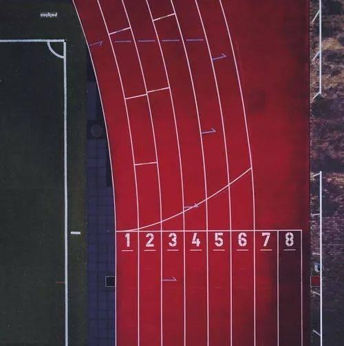 跑道之谜:为什么我们起点不一样,终点却相同?