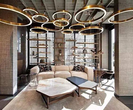 房顶还可以设计成不规则蜂巢状的石膏造型,为空间增加视觉创意.图片