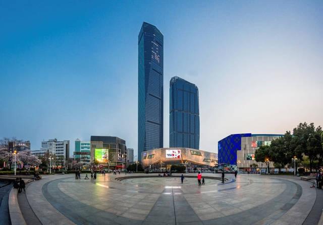 7月18日其配套的苏宁凯悦酒店的开业,也为镇江苏宁广场这一地标建筑