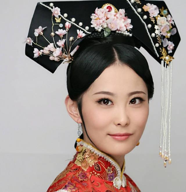 一下京彩影视班曹俊老师打造的清朝朝代梳妆造型,清宫格格旗头造型!