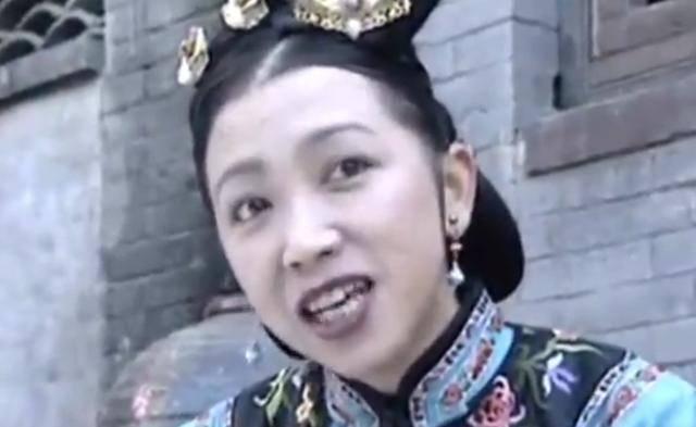 《还珠格格》杜老板王虹,被观众骂而息影20年,如今过得让人心疼