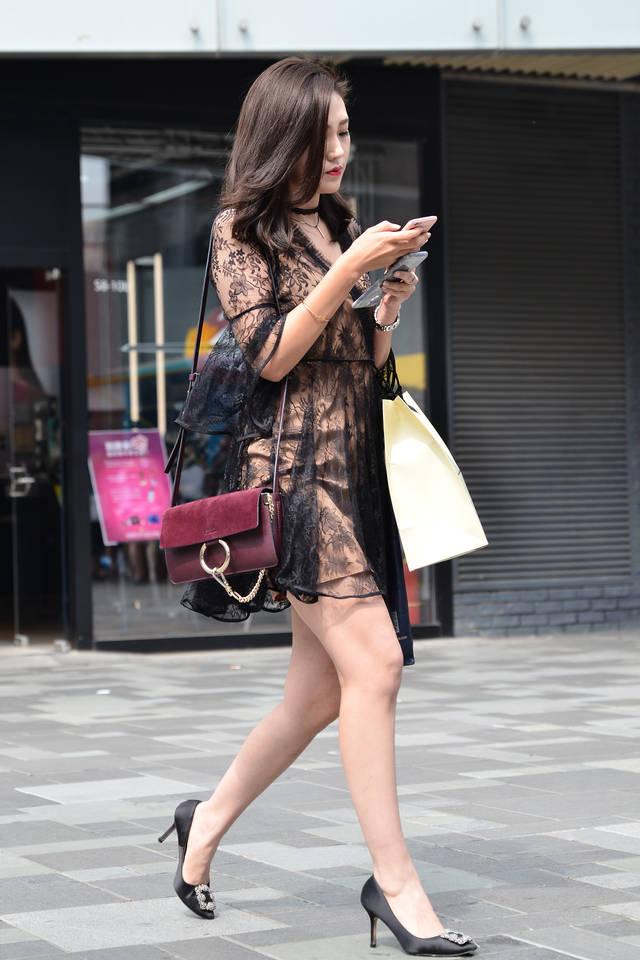美女高跟射粹f_街拍联盟:镂空连衣裙高跟美女,你心动了吗