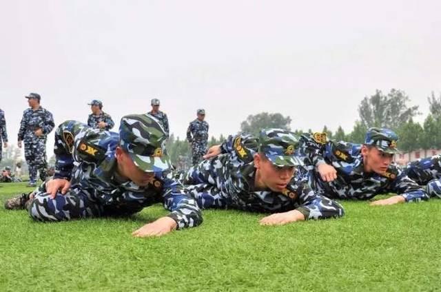 军事训练营_我校学生参加首届天津市大学生军事训练营载誉而归