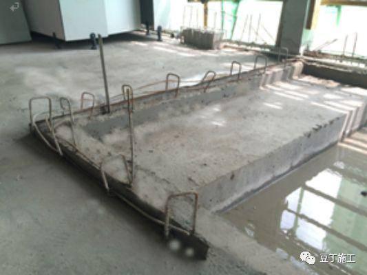 卫生间反坎根部设置微型止水钢板图片