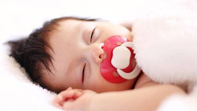 怎么正确的调整婴儿睡姿?