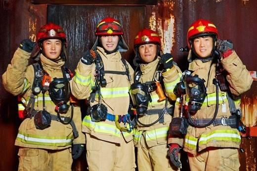 搜狐韩娱讯 韩国艺人朴海镇本月19日在京畿道某消防学校拍摄了消防
