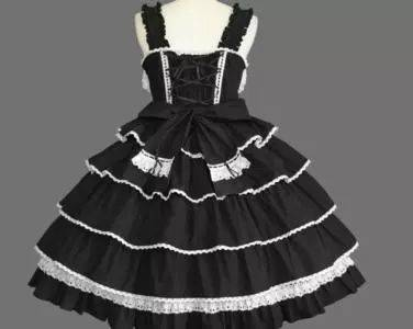 """靓女们小时候一定幻想过有一条自己的小洋裙 这样的裙子又称""""洛丽塔""""图片"""