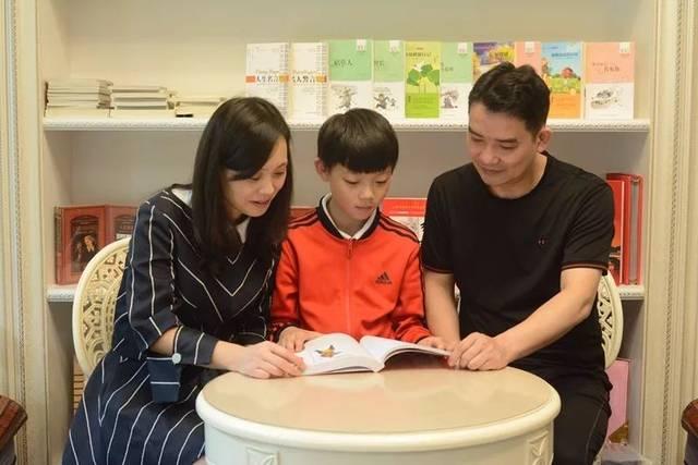 【最美书香家庭】让读书成为每天的牵挂图片