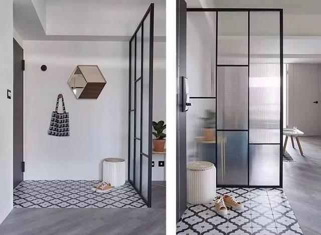 户型:两居室 风格:现代简约 玄关和客厅之间也有一个黑框磨砂玻璃隔断