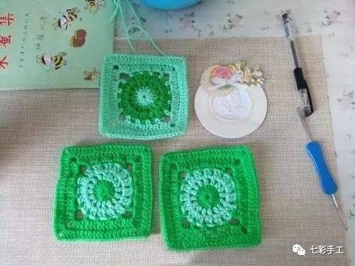 简单的单元花片钩针编织教程,配色清新,是钩织杯垫毯子的好素材