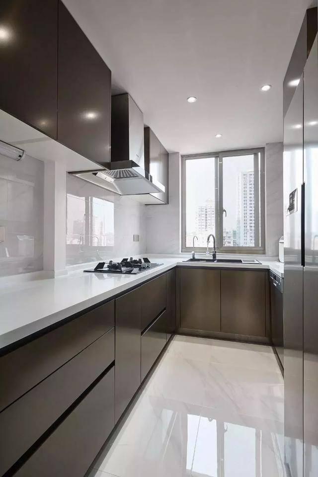 买个新房还送坡顶阁楼,装修成后现代风格真气派!