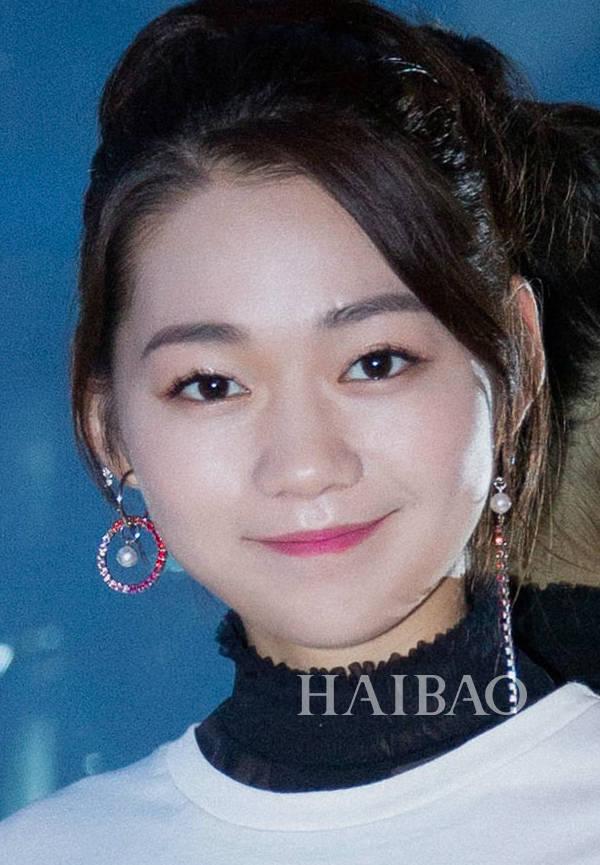 段奥娟发型 赖美云的花式小辫也是很可爱啦.